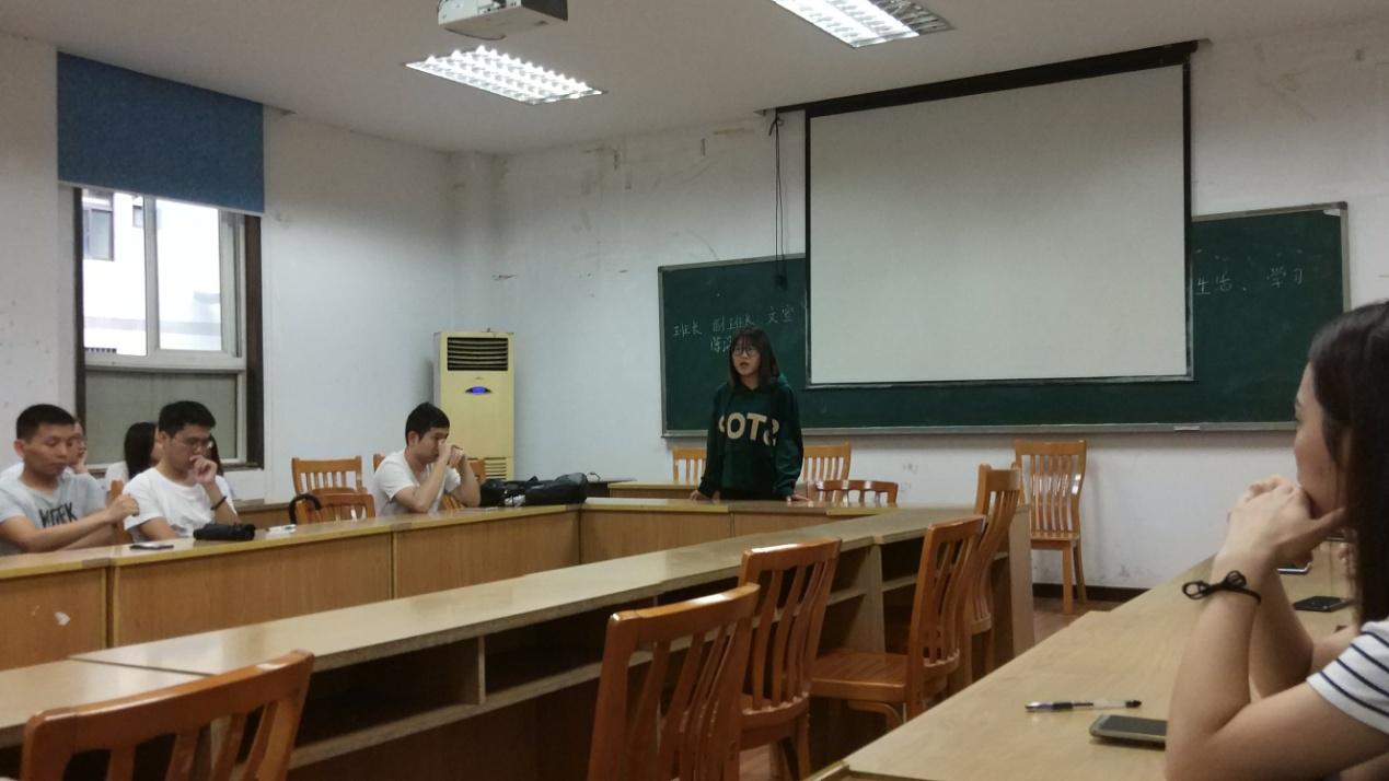 罗容�bL�LyKb�_2018级材料学院研究生班会概况